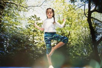 https://cf.ltkcdn.net/exercise/images/slide/249277-850x568-yoga-girl.jpg