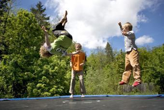 https://cf.ltkcdn.net/exercise/images/slide/249289-850x567-trampoline.jpg