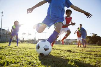 https://cf.ltkcdn.net/exercise/images/slide/249291-850x567-soccer.jpg