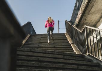 https://cf.ltkcdn.net/exercise/images/slide/251461-850x595-3_running_stairs.jpg