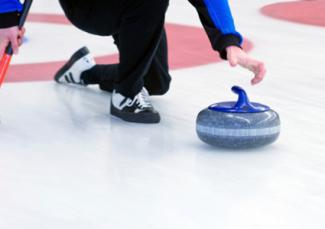 Athlete doing curling lunge