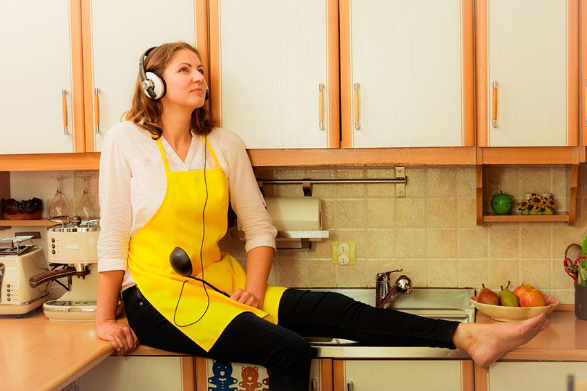 https://cf.ltkcdn.net/family/images/slide/191900-850x566-woman-with-headphones-in-kitchen.jpg
