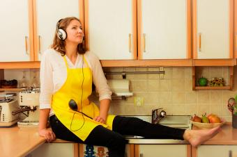 https://cf.ltkcdn.net/family/images/slide/191900-850x566-woman-with-headphones-in-kitchen.jpg