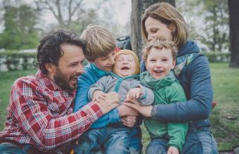 Setting Family Goals: 31 Fun & Practical Examples to Strive For