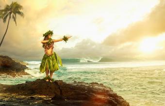 20+ Hawaiian Traditions Unique to the Islands' Culture