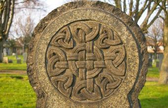 10 Key Celtic Symbols for Family Explained