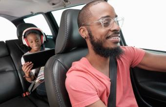 15 Best Audiobooks for Family Road Trips (Everyone Will Love)