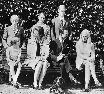 Grand Ducal couple (Jean and Princess Joséphine Charlotte of Belgium) with their children