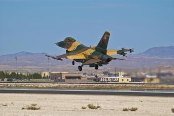 https://cf.ltkcdn.net/family/images/slide/269229-850x567-aircraft-airforce-base.jpg