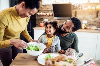 10 Hidden Rewards of a Family Eating Together