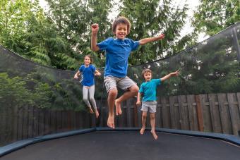 https://cf.ltkcdn.net/family/images/slide/272072-850x566-trampoline-wars.jpg