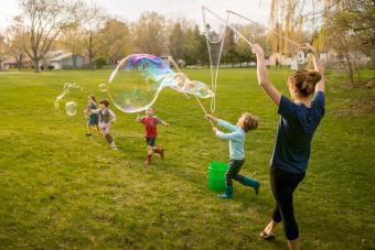 https://cf.ltkcdn.net/family/images/slide/272083-850x566-bubble-fun.jpg