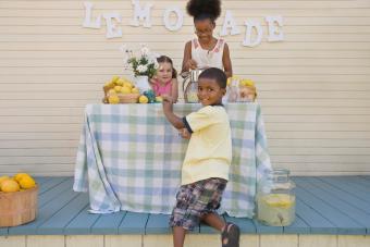 https://cf.ltkcdn.net/family/images/slide/272088-850x566-lemonade-stand.jpg