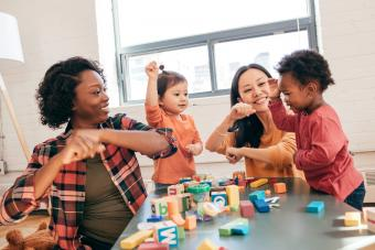 Parent-Child Icebreaker Games to Start Family Events on a Fun Note
