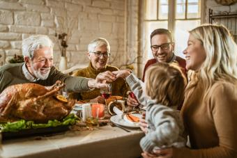 8 Tips for a Successful Big Thanksgiving Family Celebration
