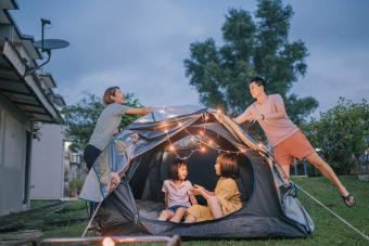 https://cf.ltkcdn.net/family/images/slide/280091-850x566-backyard-camping.jpg
