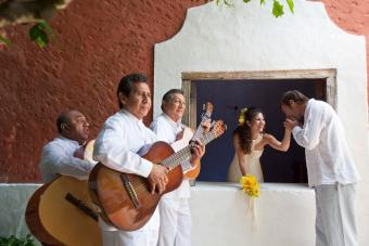 Wedding couple and musicians in Mexico