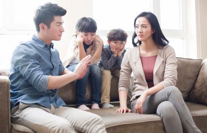 children listening to parents arguing