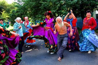Gypsy dance in the street