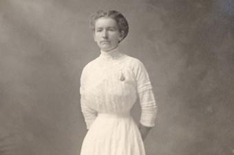 1908 woman in white dress