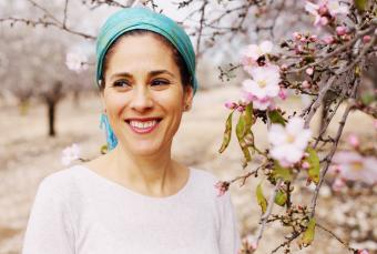 Jewish woman wearing headscarf