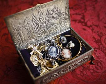 History of Jewelry in Fashion