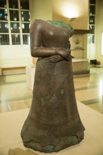 Louvre, Paris, Department of Near Eastern Antiquities: Iran Statue of Queen Napirasu