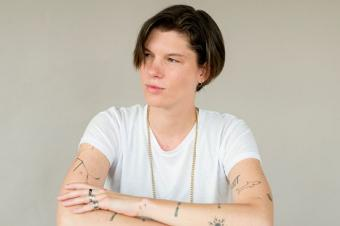 Androgynous person