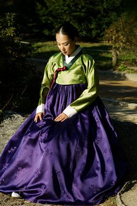 Korean woman in hanbok.