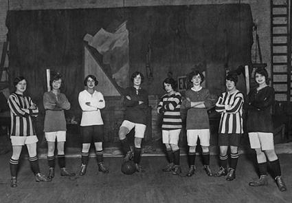 Girls of the Oxford Revue to play football, 1914