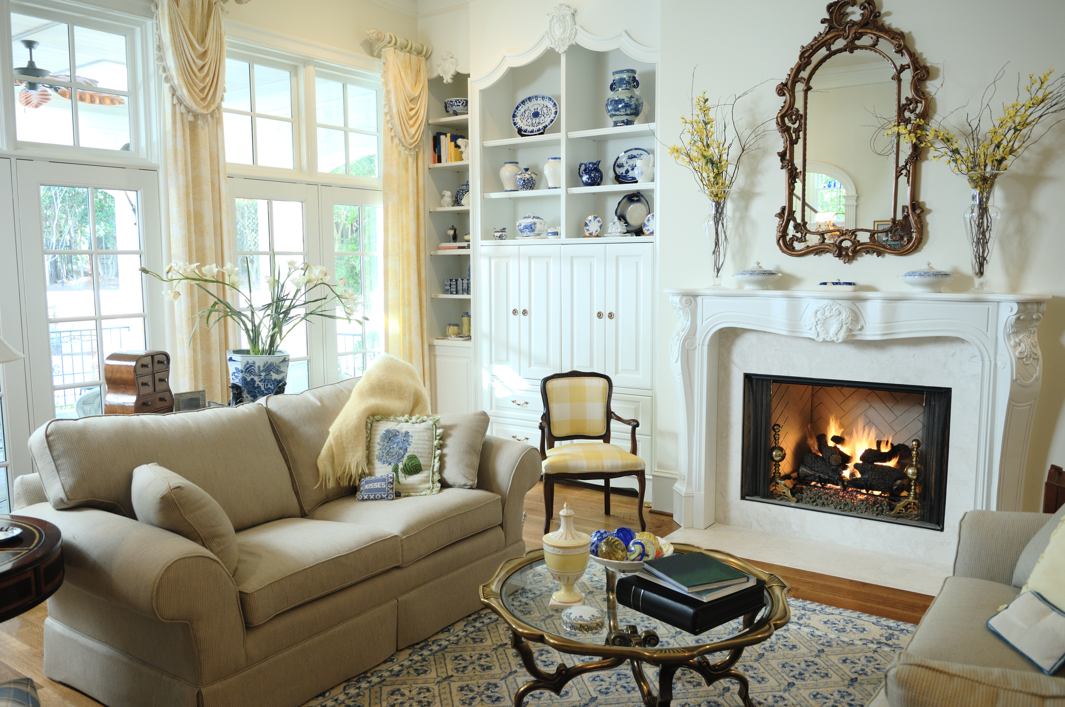 Feng Shui Rules For A Mirror Over The Fireplace Lovetoknow