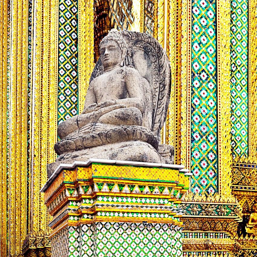 https://cf.ltkcdn.net/feng-shui/images/slide/239143-850x850-Temple-of-the-Emerald-Buddha.jpg