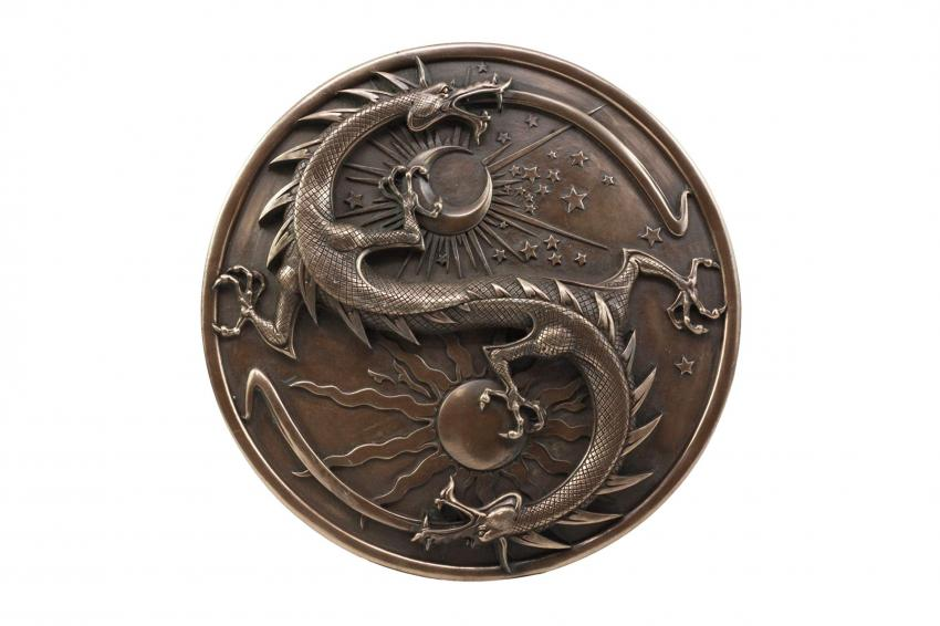 https://cf.ltkcdn.net/feng-shui/images/slide/247641-850x566-double-dragon-wall-plaque.jpg