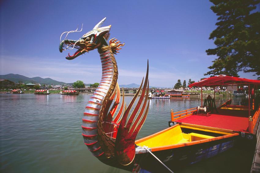 https://cf.ltkcdn.net/feng-shui/images/slide/247918-850x568-dragon-boat.jpg