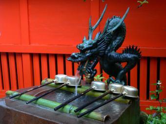 https://cf.ltkcdn.net/feng-shui/images/slide/107277-800x600-japanese-dragon5-%282%29.jpg