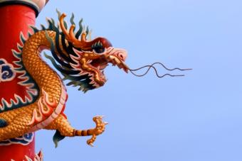 https://cf.ltkcdn.net/feng-shui/images/slide/107411-594x396-Chinese_Temple_Dragon.jpg