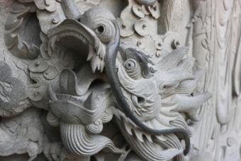 https://cf.ltkcdn.net/feng-shui/images/slide/107413-594x396-Hong_Kong_Temple_Dragon.jpg