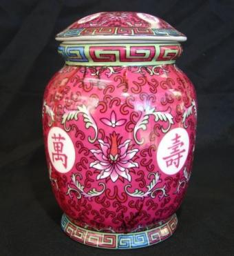 Red Wealthy Vase with Lid