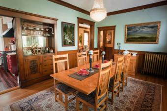 traditional Victorian home dining room