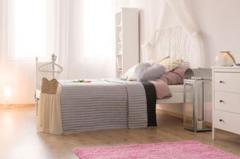Pink rug in bedroom