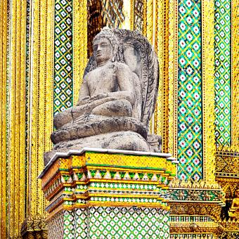 https://cf.ltkcdn.net/feng-shui/images/slide/239143-850x850-Temple-of-the-Emerald-Buddha.jpg