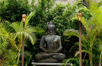Choosing and Placing Outdoor Buddha Statues