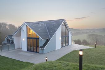 Feng Shui Tips for a House With the Backyard Sloping Down