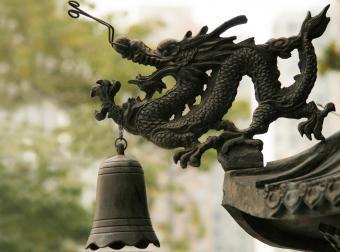 https://cf.ltkcdn.net/feng-shui/images/slide/247141-850x631-metal-dragon-sculpture.jpg