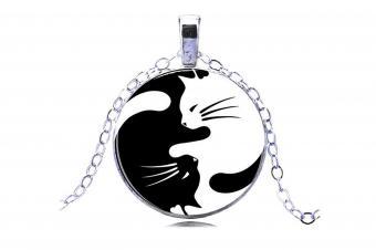 https://cf.ltkcdn.net/feng-shui/images/slide/247648-850x566-yin-yang-cat-pendant-jewelry.jpg
