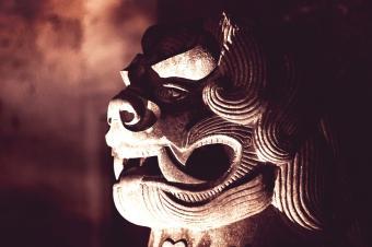 https://cf.ltkcdn.net/feng-shui/images/slide/247980-850x566-sculpture-dragon-head.jpg