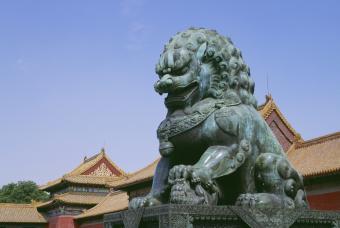 Female fu dog statue