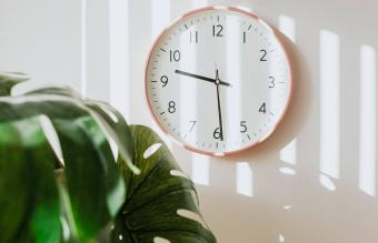 Feng Shui Clock Placement for Balance & Prosperity