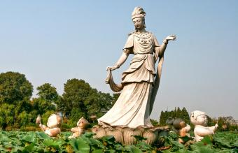 Quan Yin: The Story, Symbolism and Use of Statues