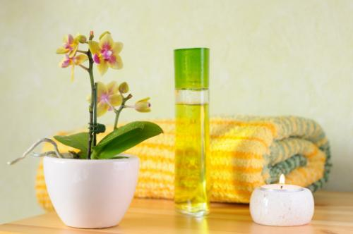 decorative bathroom set with orchid